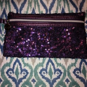 Handbags - Cute sequin wristlet! Perfect for summer nights!